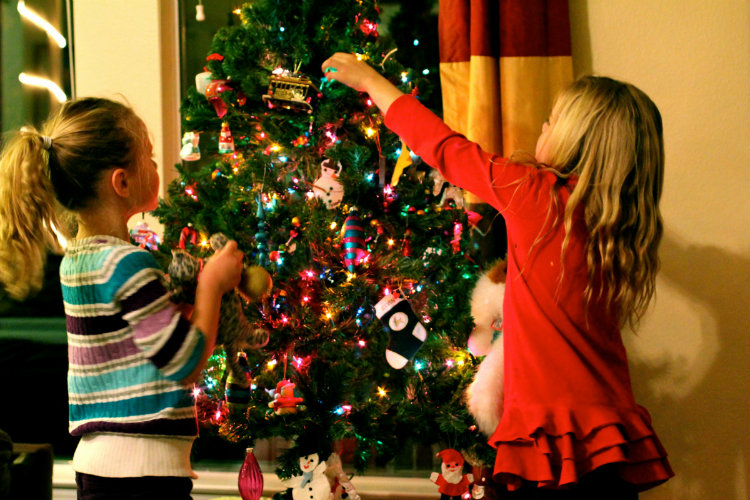 Establishing Holiday Traditions with Your Kids
